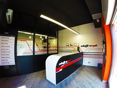 interno negozio elettromik